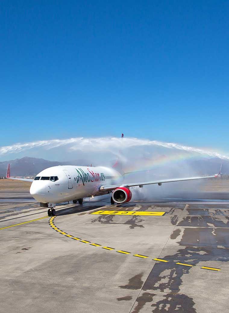 volare tour operator boeing 737-800 Albastar