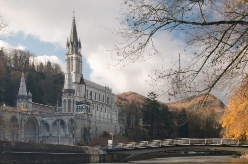 Religious tourism to Lourdes, fly with Albastar!