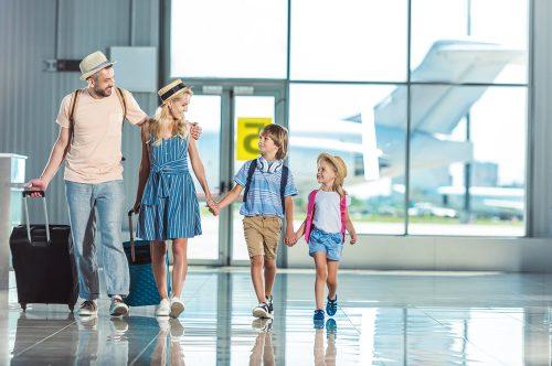 Viajar con niños y medicamentos a bordo: las disposiciones de nuestra compañía aérea